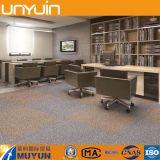 Carrelage auto-adhésif de vinyle de bonne de souillure de résistance de PVC texture de tapis