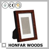 装飾のための標準的なあずき色の木製の写真フレーム