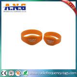 Il fornitore progetta il braccialetto per il cliente del silicone RFID con la C Ultralight