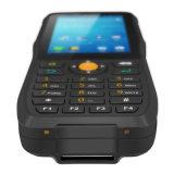 Paume PDA tenu dans la main du relevé de code barres de collecte des informations