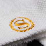 100%年の綿の静かに白いカスタマイズされたロゴのホテル手タオル
