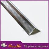 Tipo de ángulo recto perfiles de aluminio del ajuste del borde de la escalera del azulejo en el color de plata