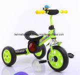 Fahrt auf Auto-Metallkind-Dreirad