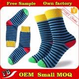 Glücklicher und bunter Großhandelsstreifen gekopierte Socken