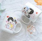 Taza de café de cerámica de la foto del día de tarjeta del día de San Valentín y taza del té