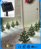 LED 태양 끈 빛을%s 가진 크리스마스 나무