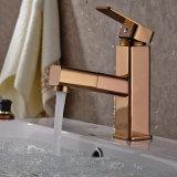 FLG Rosa dourada retiram o misturador da bacia da embarcação do banheiro