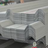 中国は電流を通された金属を波形を付け鋼板に屋根を付ける