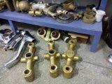 重力は真鍮の鋳造のためのダイカスト機械を