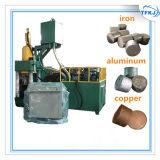Отожмите алюминиевый блок обломока металлолома делая машину