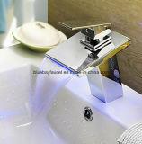 Solo golpecito cuadrado del cuarto de baño LED de la palanca