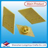 Insigne folâtre personnalisé en métal avec le logo plaqué par or