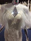Vestito da cerimonia nuziale splendido della piuma della sirena con lo scialle e le perle