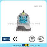 網の上部の泡の靴の中敷の連続したスポーツの靴