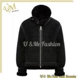 黒いスエードのオートバイの革人のジャケット
