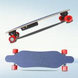 4つの車輪の電気小型Longboardのスケートボード