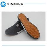 2017の新しく熱い販売の卸売のズック靴