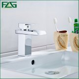 Golpecito del lavabo del agua del cromo del grifo del cuarto de baño
