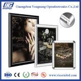 Cartel frame-DY05 del marco del broche de presión de la esquina correcta