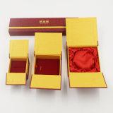 Caja de embalaje de la cubierta de la impresión de la insignia para la joyería (J18-E1)