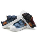 Zapato de lona ocasional de goma de los niños