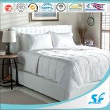 Het witte Comfortabele Dekbed van de Winter van de Zijde van de Moerbeiboom van 100%, Dik Dekbed