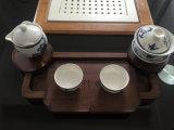 Поднос чая сделанный из древесины грецкого ореха