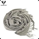 A planície da cor contínua das mulheres verific o envoltório do xaile do lenço do algodão