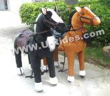 Passeio animal de passeio do cavalo para o adulto
