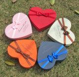 Коробки любящий шоколада формы сердца упаковывая