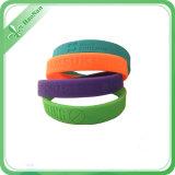 Bracelet fait sur commande de silicium de mode de sport promotionnel d'OEM