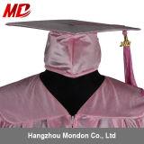 Chapeau de graduation de lycée avec le rose brillant adulte de gland