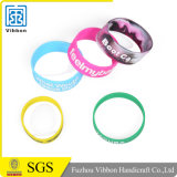 Braccialetto di gomma personalizzato del silicone di Debossed di modo con il marchio di Colorfilled