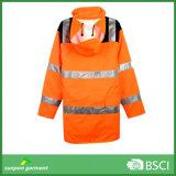 사려깊은 겨울 옥외 일을%s 안전에 의하여 덧대지는 재킷