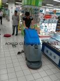 Camminata industriale elettrica della macchina di pulizia dietro l'impianto di lavaggio del pavimento