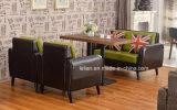 Assento do café do amante da vila de América com a tabela ajustada (LL-BC089)