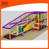 Campo de jogos interno das crianças do campo de jogos de Mich
