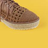 يربط نساء مجوّفة فوق [تن] من [إسبدريلّ] أحذية