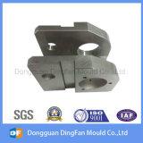 CNC che lavora pezzo di ricambio alla macchina automatico fatto dal fornitore della Cina