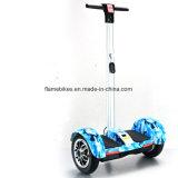 Intelligente zwei Räder, die Roller mit Griff treiben