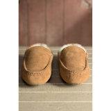 Zapatos escotados de los hombres del invierno de la zalea en castaña