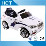 Conduite de gosses sur le véhicule électrique à piles à télécommande du jouet RC