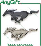 Insigne mol de Pin en métal d'émail avec le logo et la forme adaptés aux besoins du client