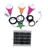 Compléter la lumière solaire de système solaire de sur-Réseau du nécessaire 20W de panneau solaire avec 4 ampoules