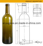 Bouteilles en verre de vin rouge avec la couleur différente