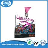 China-kreativer Entwurfs-weiche Decklack-Zink-Legierungs-Medaillen mit Farbband