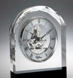 アーチのローマ数字の水晶時計