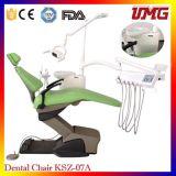 طبيب الأسنان أداة ملائمة يستعمل كرسي تثبيت أسنانيّة