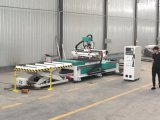 Carregamento automático e descarregamento da máquina de madeira do router do CNC