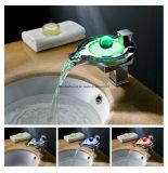 Colpetto del rubinetto del miscelatore del lavabo di scorrimento dell'acqua della cascata della stanza da bagno del LED